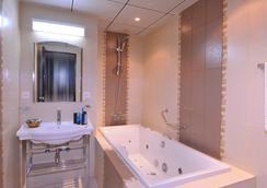 Al Seteen Palace Hotel - Riyadh - Bathroom