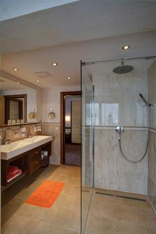 Ferienhotel Aussicht - Finkenberg - Bathroom