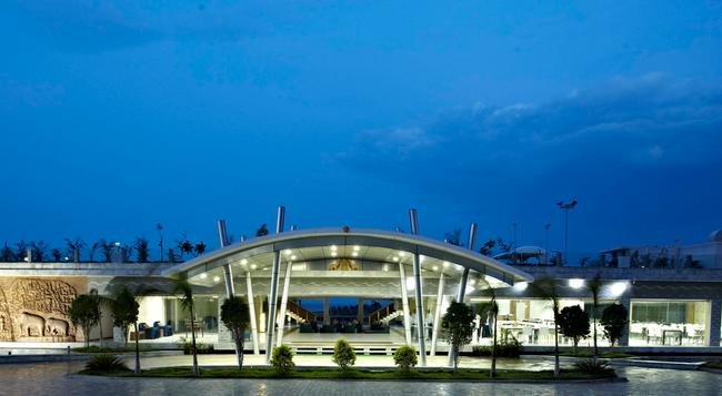 Grande Bay Resort At Mahabalipuram - Mahabalipuram - Building