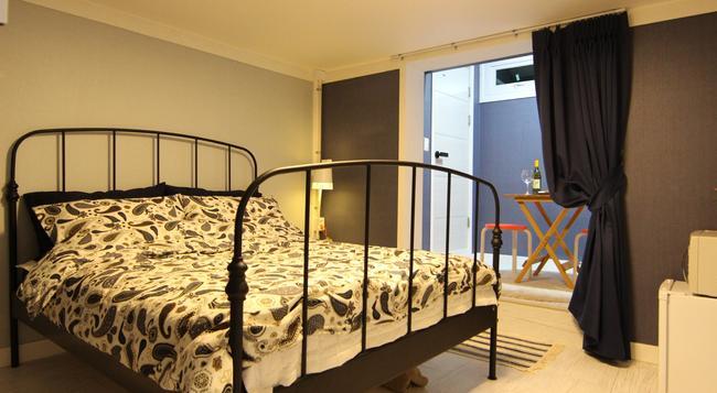 Bunk Guest House - Hostel - Seoul - Bedroom