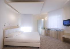 Venetia Palace Hotel - Rome - Bedroom