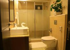 Raouche Hotel - Amman - Bathroom
