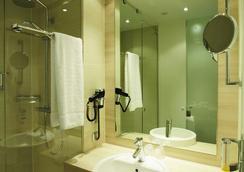 H2 Hotel Berlin Alexanderplatz - Berlin - Bathroom