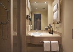 H+ Hotel München - Munich - Bathroom