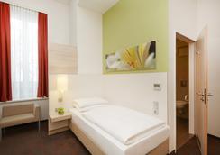 H+ Hotel München - Munich - Bedroom