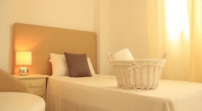 Inhouse Marbella Hostel - Marbella - Bedroom