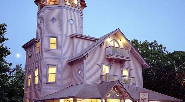 The Oak Bluffs Inn - Oak Bluffs - Building