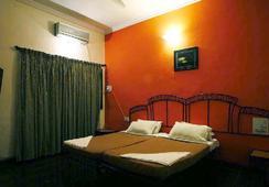 Sky Blue Resort - Lonavala - Bedroom
