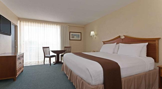 Howard Johnson Resort Hotel - St. Pete Beach FL - Saint Pete Beach - Bedroom