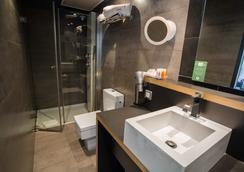 Petit Palace Plaza Mayor - Madrid - Bathroom