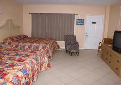 Daytona Shores Inn and Suites - Daytona Beach - Bedroom