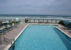 Daytona Shores Inn and Suites - Daytona Beach - Pool
