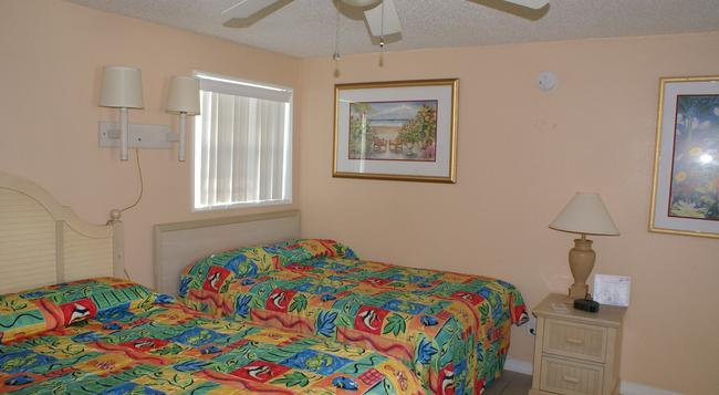 Daytona Shores Inn and Suites - Daytona Beach - Bedroom