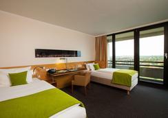 Lindner Congress Hotel - Dusseldorf - Bedroom