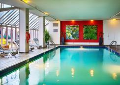 Pinnacle Hotel Vancouver Harbourfront - Vancouver - Pool