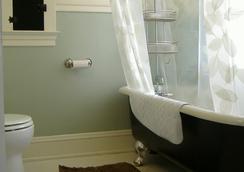 Bluebird Guesthouse - Portland - Bathroom