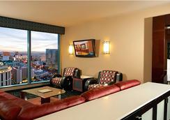 Suites at Elara Las Vegas Strip (No Resort Fees) - Las Vegas - Living room