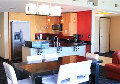 Suites at Elara Las Vegas Strip (No Resort Fees) - Las Vegas - Kitchen