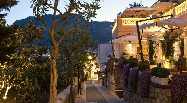 Capri Tiberio Palace - Capri - Building