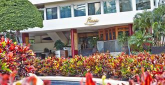 Luana Waikiki Hotel & Suites - Honolulu - Building