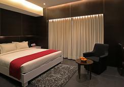 Hotel German Palace - Ahmedabad - Bedroom