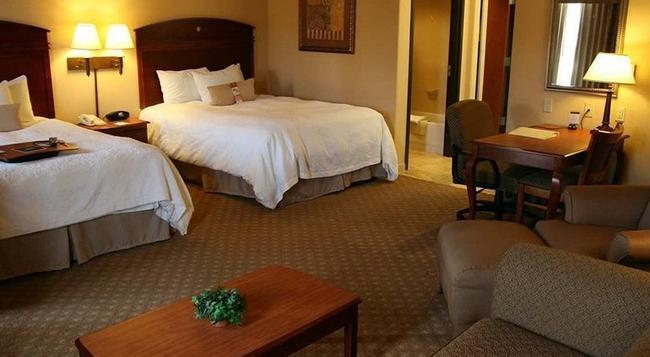 Garden Inn & Suites - Queens - Bedroom
