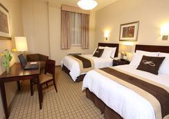 Pointe Plaza Hotel - Brooklyn - Bedroom