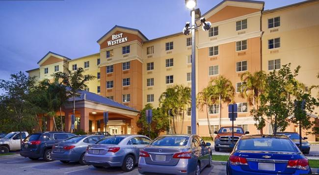 Best Western Plus Fort Lauderdale Airport South Inn & Suites - Dania Beach - Building