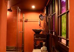 Old Capital Bike Inn - Bangkok - Bathroom