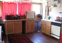 Mystic Portal - Colorado Springs - Kitchen