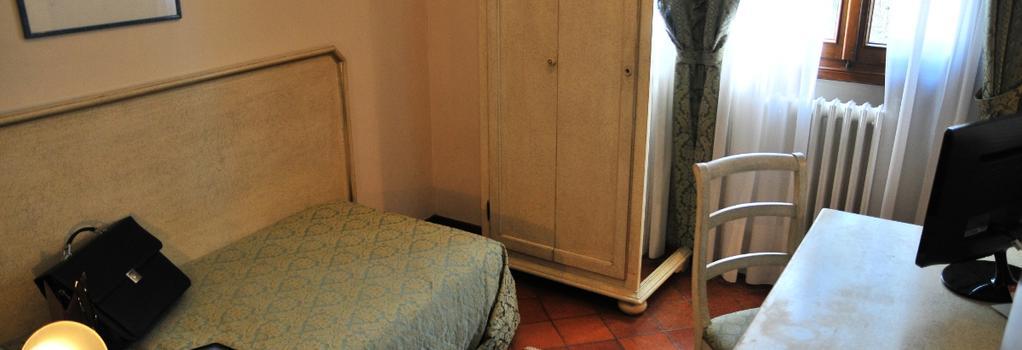 Park Hotel Villa Giustinian - Mirano - Bedroom