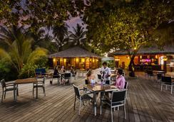 Meeru Island Resort & Spa - Male - Bar
