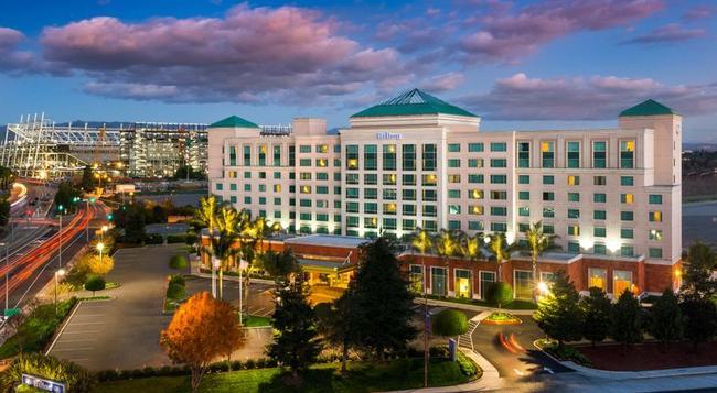 Hilton Santa Clara - Santa Clara - Building