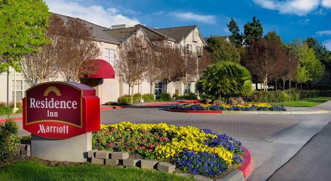 Residence Inn by Marriott Pleasanton - Pleasanton - Building