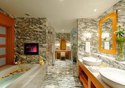Resorts World Sentosa - Hotel Michael - Singapore - Bedroom