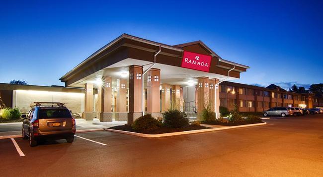 Ramada East Syracuse Carrier Circle - Syracuse - Building