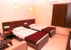Hotel Golden Plaza - Ahmedabad - Bedroom