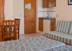 Hotel Apartamentos Lux Mar - Ibiza - Bedroom