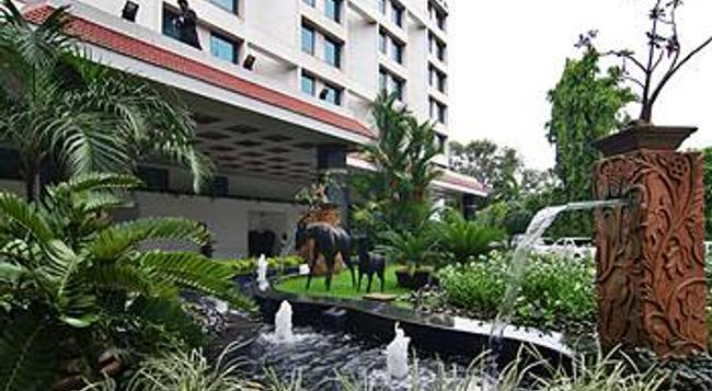 The Orchid Hotel - Mumbai - Building
