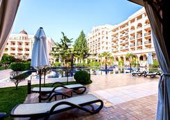 Grand Hotel and Spa Primoretz - Burgas - Pool