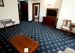 Grand Hotel and Spa Primoretz - Burgas - Bedroom