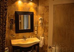Hotel Kutuma - Montreal - Bathroom