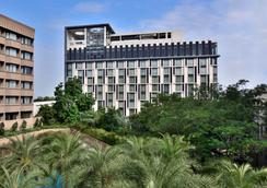 Courtyard by Marriott Hyderabad - Hyderabad - Outdoor view