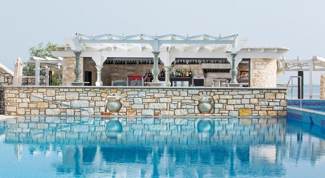Contaratos Beach - Naousa (Paros) - Pool