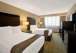 Ramada Plaza Charlotte Airport Hotel and Conferenc - Charlotte - Bedroom