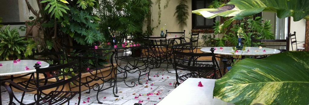 Cancun Inn Suites El Patio - Cancun - Building