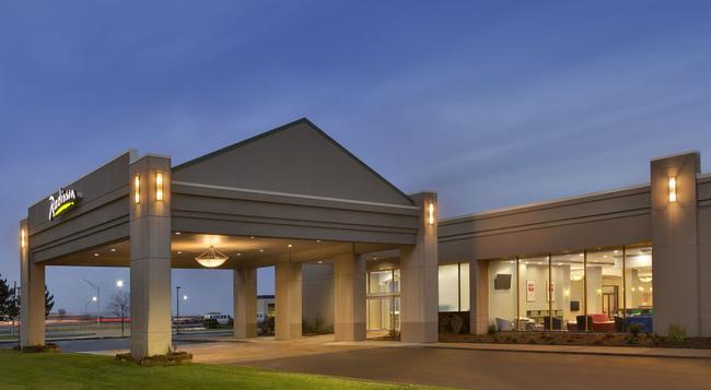 Radisson Hotel Detroit Metro Airport - Romulus - Building