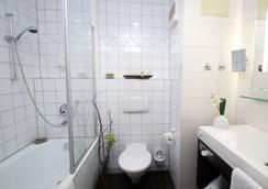 Econtel Hotel München - Munich - Bathroom