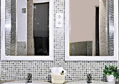 Dulces Dreams Boutique Hostel - Malaga - Bathroom
