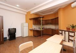 Sport Hostel Baku - Baku - Kitchen